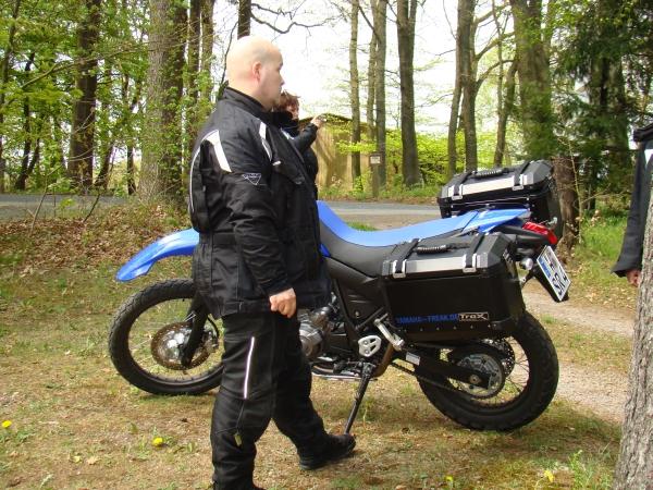 Sven mit seiner XT 660 am Waldcafe Maus
